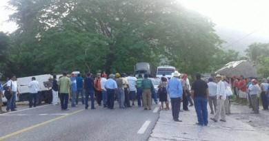 Inician negociaciones por conflicto en Huamelula (2)