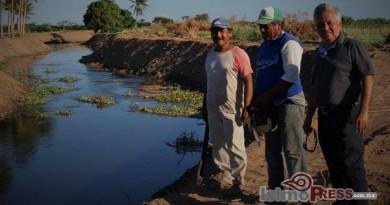 Realizan campesinos limpieza del Rio los Perros en Xadani