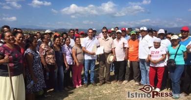 Eduardo Pedro fortalece la confianza en colonos de Ixtepec