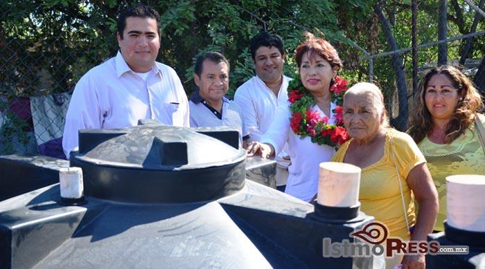 Rosa Nidia entrega Biodigestores a familias de Salina Cruz 2