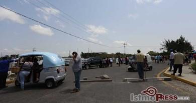 Tercer-dÃ-a-de-bloqueo-para-exigir-libertad-de-dirigentes-en-Juchitán