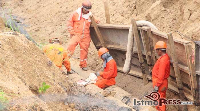 Realiza Pemex mantenimiento a ducto de amoniaco en barrio de la Soledad
