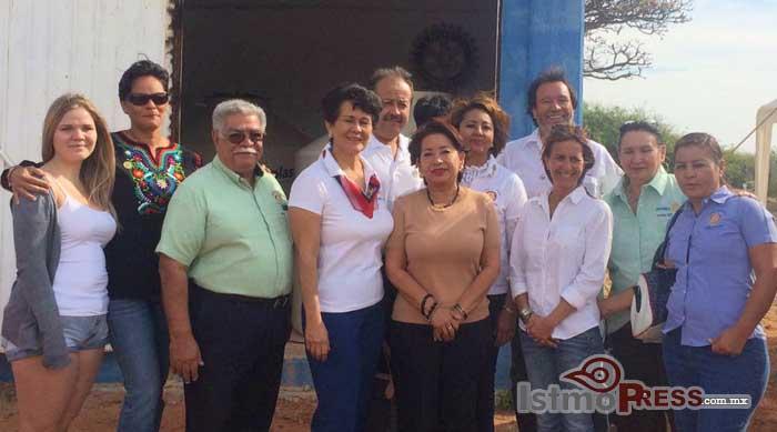 Rosa Nidia entrega apoyo, a la agencia de Playa Brasil