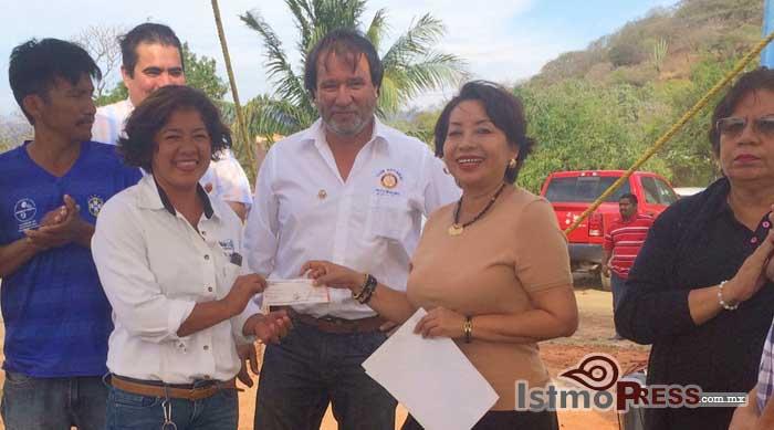 Rosa Nidia entrega apoyo, a la agencia de Playa Brasil2