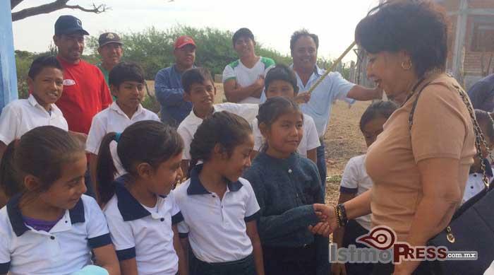 Rosa Nidia entrega apoyo, a la agencia de Playa Brasil3