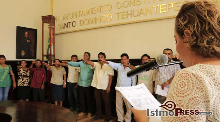 Toman protestas nuevos agentes municipales de Tehuantepec3