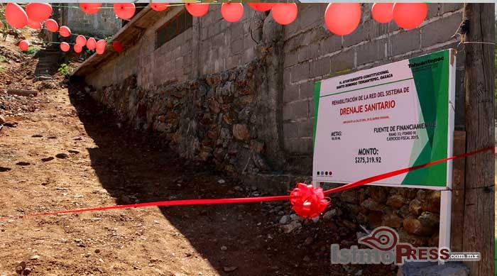 Cumple Ayuntamiento de Tehuantepec a vecinos del barrio Vixhana