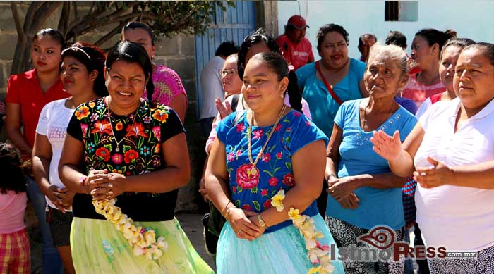 Cumple Ayuntamiento de Tehuantepec a vecinos del barrio Vixhana2