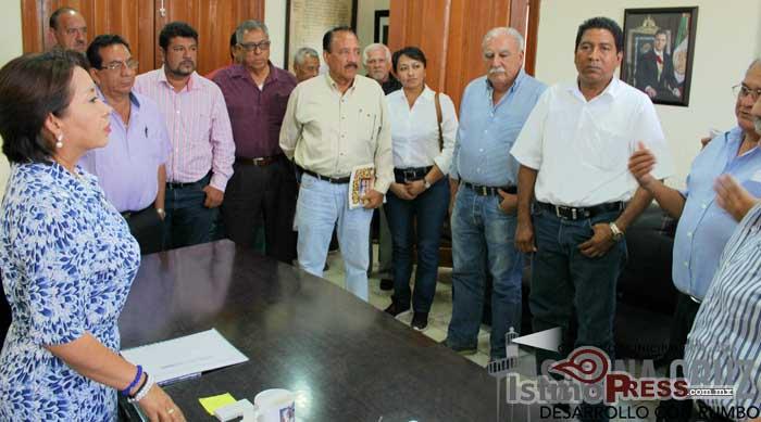 Se reune Rosa Nidia con integrantes del consejo ciudadano Salinacrucense.
