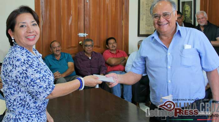 Se reune Rosa Nidia con integrantes del consejo ciudadano Salinacrucense
