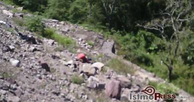 Abandonan cuerpo al fondo de un barranco en Matias Romero