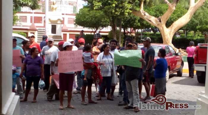 Marcha en Tehuantepec, exigen convocatoria para elegir agente municipal en Guelaguichi