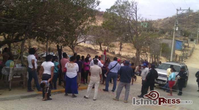 Retienen por varios minutos a presidente del Ejido Salina Cruz en la colonia Cerro Alto