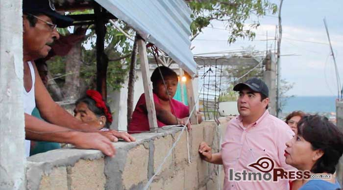 Rosa Nidia entrega apoyos a Familias afectadas del Puerto 2
