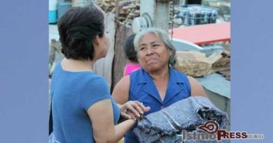 Rosa Nidia entrega apoyos a Familias afectadas del Puerto 3
