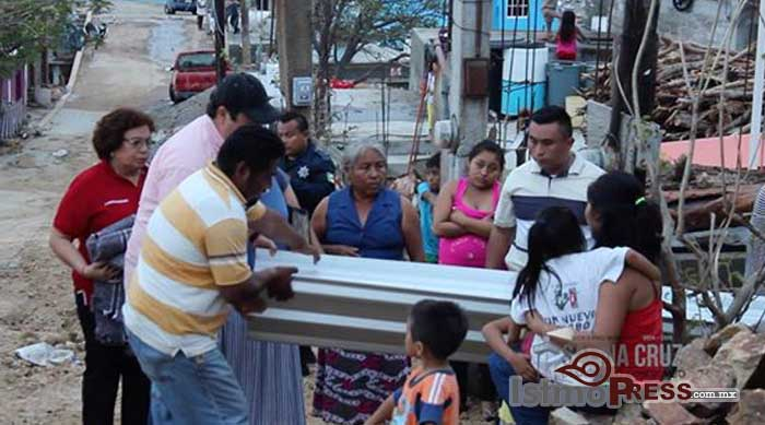 Rosa Nidia entrega apoyos a Familias afectadas del Puerto
