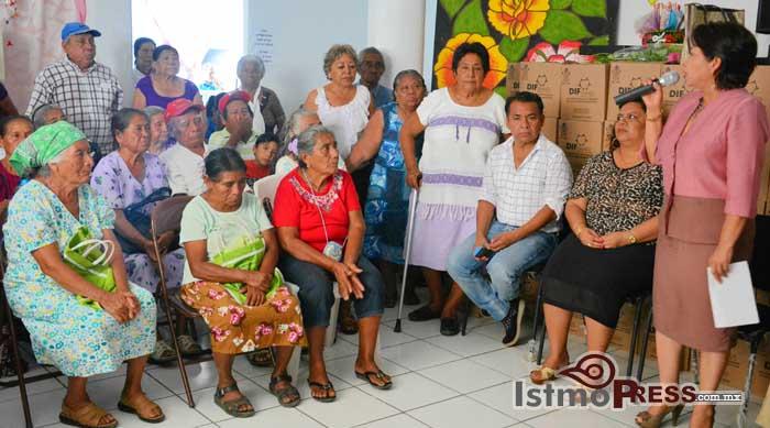 Rosa Nidia hizo la entrega de despensas a Adultos Mayores