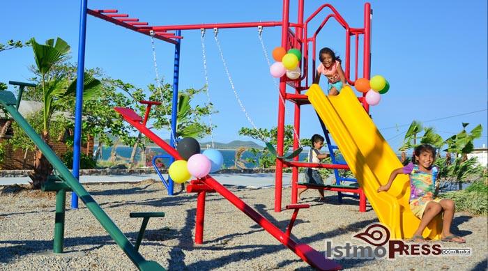 Rosa Nidia inaugura parque en ensenada La Ventosa 2