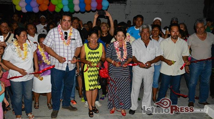 Rosa Nidia inaugura parque en ensenada La Ventosa