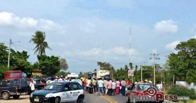 Sorgueros bloquean carretera Transistmica