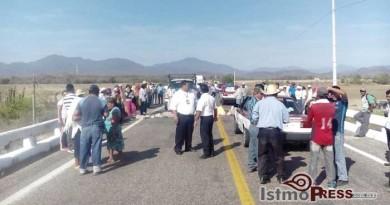 Sorgueros realizan bloqueos en el Istmo y la Costa