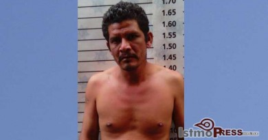 Sujeto es detenido por robar en una tienda en Salina Cruz