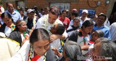 Alejandro Murat Hinojosa es respaldado por perredistas mazatecos