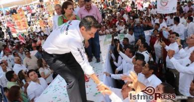 Alejandro Murat pacta con Oaxaca un gobierno integral