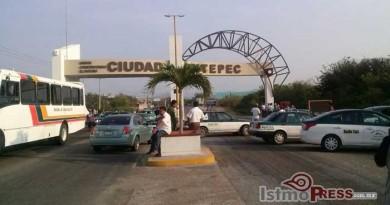 Policías municipales y taxistas  bloquearon la entrada a Ciudad Ixtepec