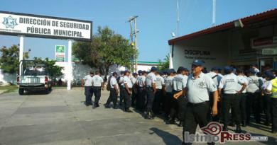 Protestan policías municipales en Juchitán