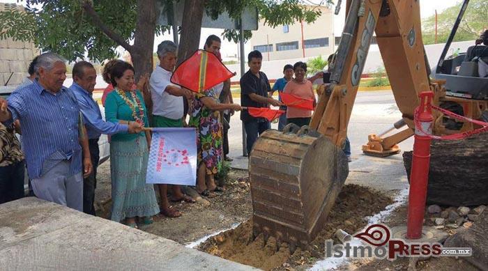 Rosa Nidia da banderazo de Inicio de Obras en Salina Cruz 4
