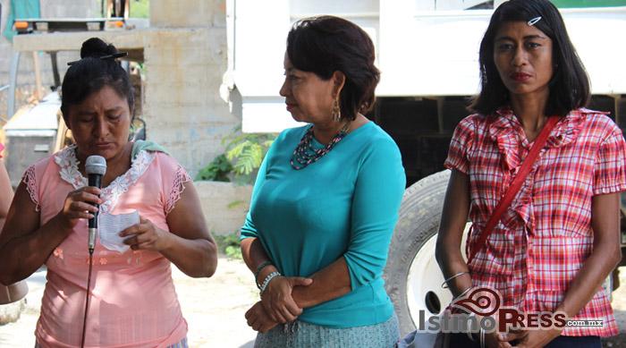 Rosa Nidia da banderazo de Inicio de Obras en Salina Cruz