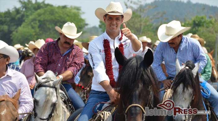 Encabeza Alejandro Murat Hinojosa cabalgata de la esperanza en el Bajo Mixe