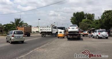 Militantes de la UCO bloquean carretera en Juchitan