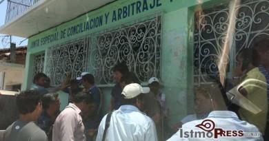 Toman trabajadores oficinas de la Junta Local de Conciliación y Arbitraje de Tehuantepec