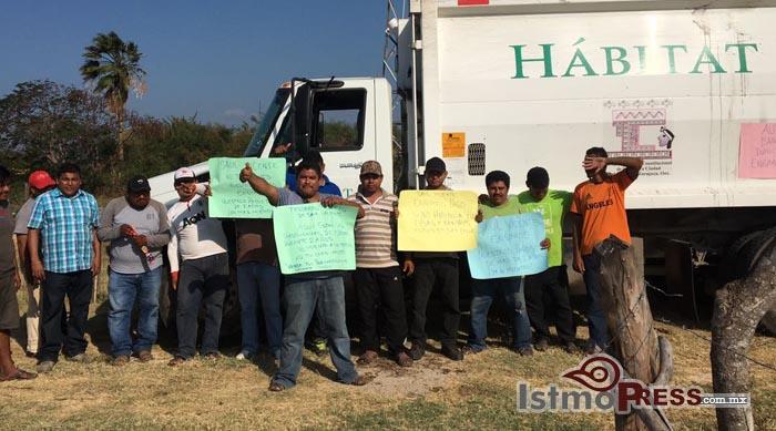 A pesar de la toma de protesta de Murat, CNTE bloquea carreteras por segundo día