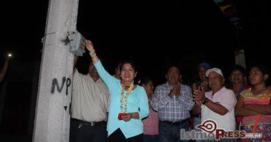 Inaugura Rosa Nidia obra de electrificación en la colonia Chapultepec