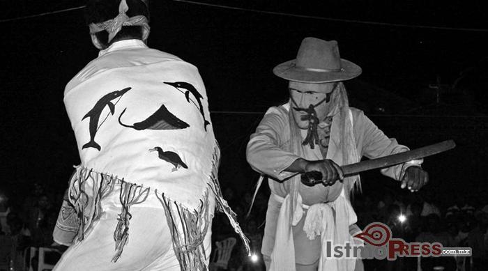 Ikoots celebran su lengua, el ombeayiüts2