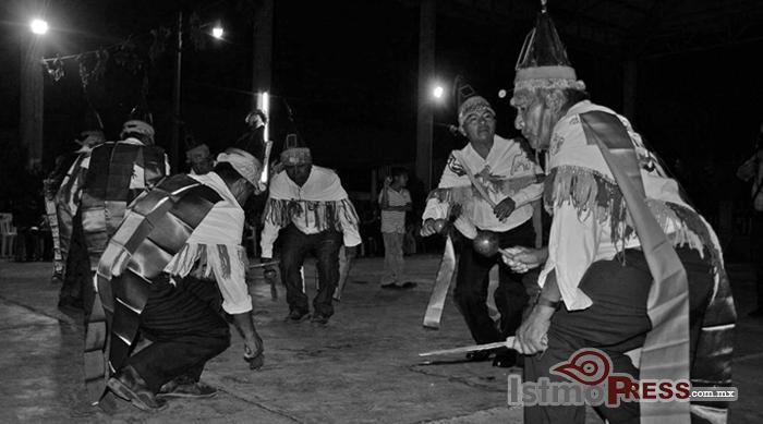 Ikoots celebran su lengua, el ombeayiüts3