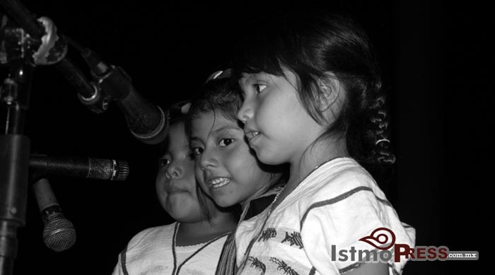 Ikoots celebran su lengua, el ombeayiüts8
