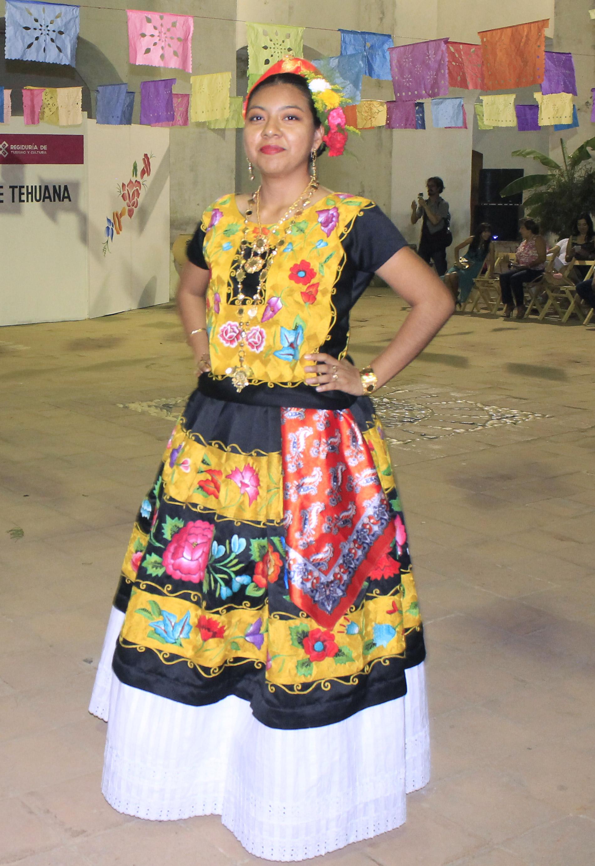 Presentan Evolución Del Traje De Tehuana En Tehuantepec