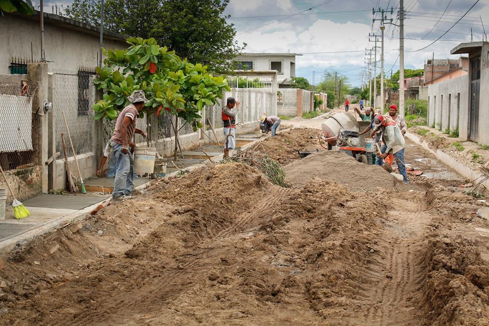 Félix Serrano cumple con obras pública en Ixtepec (5)