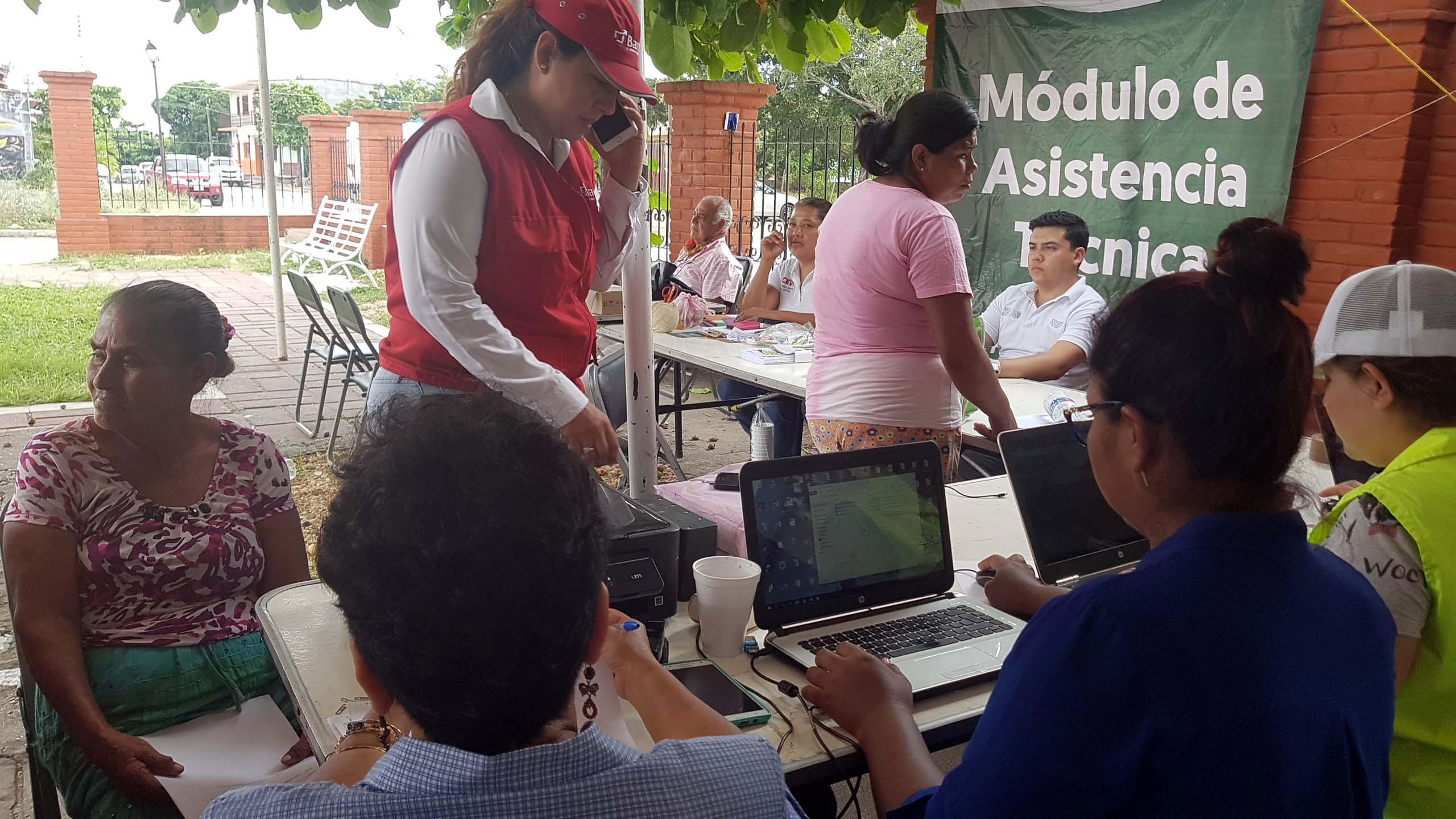 Inicia entrega de tarjetas para reconstrucción de viviendas en Ixtepec (3)