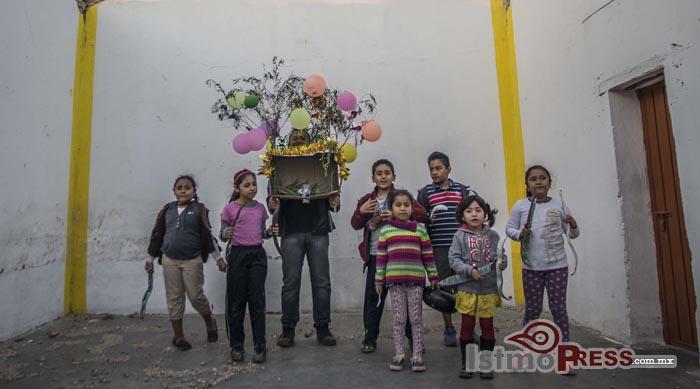 Impulsan la tradición de la rama en Unión Hidalgo