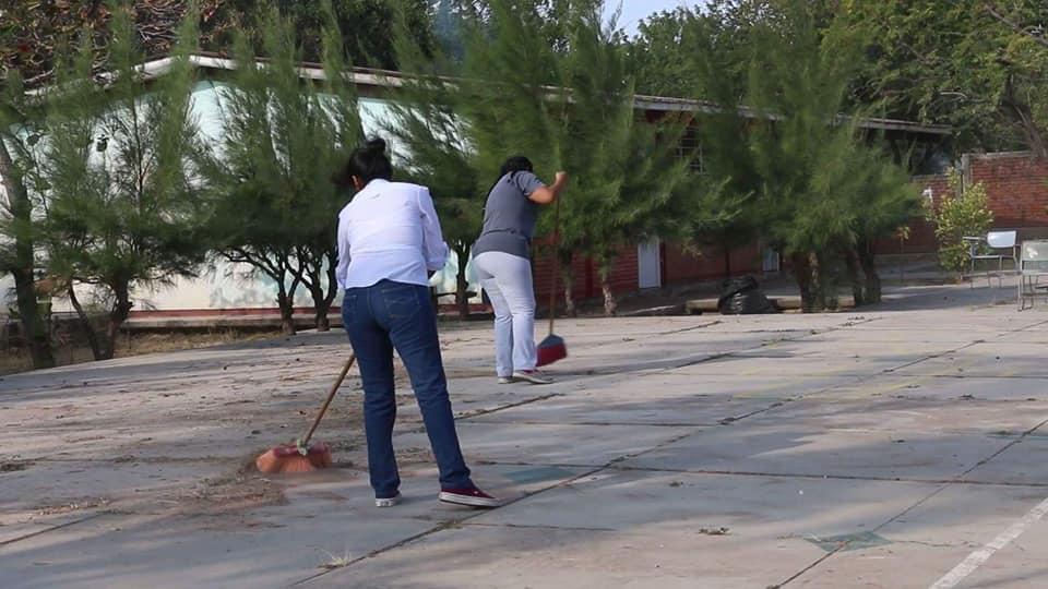 Con tequios, Ayuntamiento y sociedad, reanudan clases en Ixtepec (2)