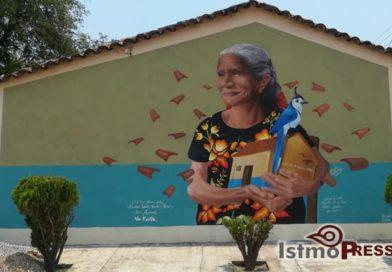 """Pintan mural de """"Na Rosita"""" como aliento y fortaleza después del terremoto"""