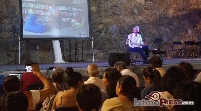 Reconocen labor cultural del maestro Cuauhtémoc en Ixtepec