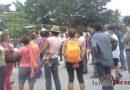 Vecinos cumplen tres días de bloqueo carretero por incumplimiento de Pemex