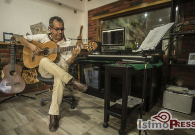 Proyecto de lauderia presenta la primera guitarra istmeña