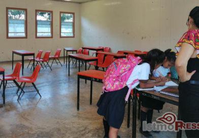 Aulas provisionales siguen siendo los salones  por segundo ciclo escolar para estudiantes en Oaxaca